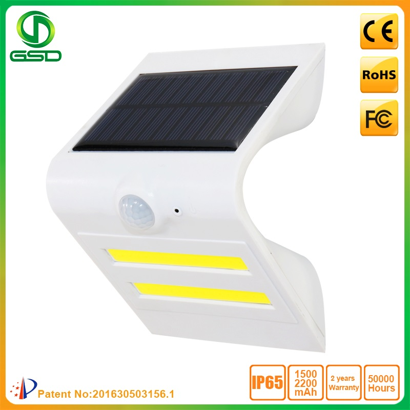 1 5w Led Solar Wall Light With White Housing Black Red