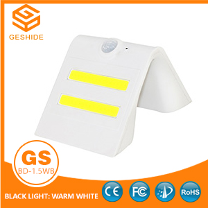 1.5W LED Solar Wall Light With White Housing (Black Light: Warm White)